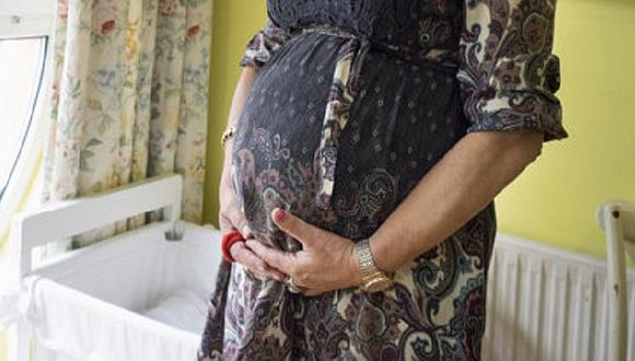 Mujer de 67 años queda embarazada de gemelos y se niega a abortar pese a riesgo