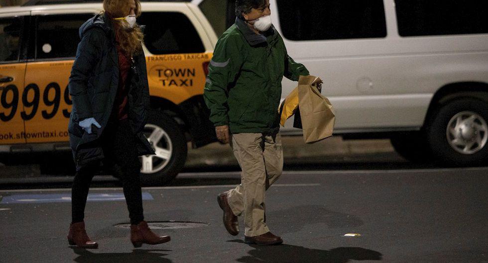 El exmandatario Alejandro Toledo junto a su esposa, Eliane Karp, luego de ser liberado. (Foto: EFE)