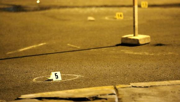 Más de 15 casquillos recogieron los peritos de criminalística en la escena de la balacera en la que murió un menor de 16 años y el futbolista Patricio Arce resultó herido. (Foto: César Grados / @photo.gec)