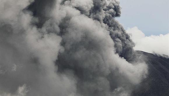 Volcán Turrialba mantiene emanación constante de ceniza en Costa Rica y mete miedo