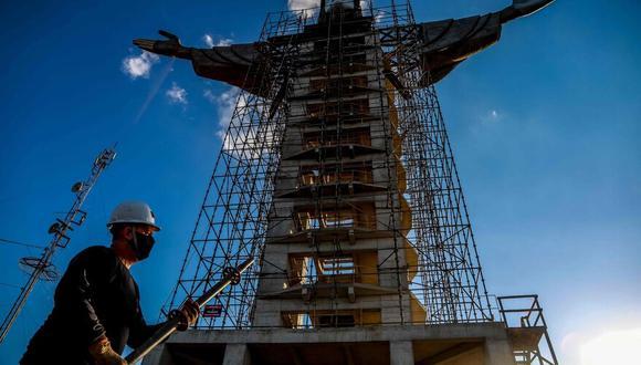 En total, esta nueva estatua medirá 36 metros de mano a mano, y tendrá un elevador interior y una plataforma de observación cerca de la cima. (Foto: AFP)