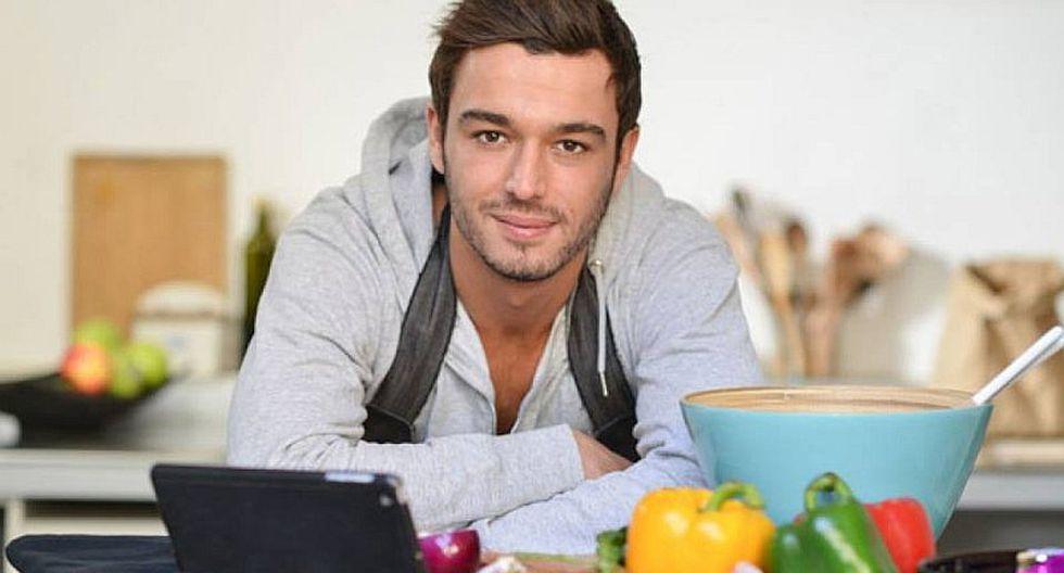 Estudio asegura que las mujeres prefieren a los hombres que cocinan