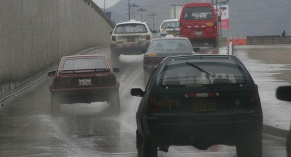 Llovizna provoca accidentes en Surco