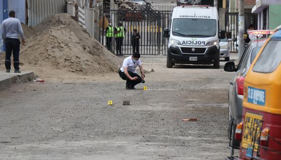 Dirigentes fueron sorprendidos y atacados frente al colegio La Inmaculada donde realizaban trabajos de remodelación.