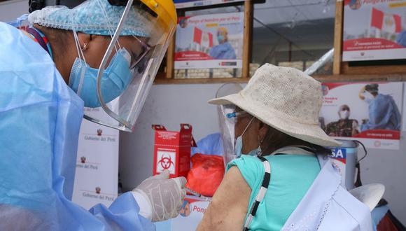 Actualmente, existen 8 vacunas que han sido aprobadas y recibido autorización de uso de emergencia en varios países, y están siendo distribuidas para inmunizar a la población mundial (Foto: Radio)