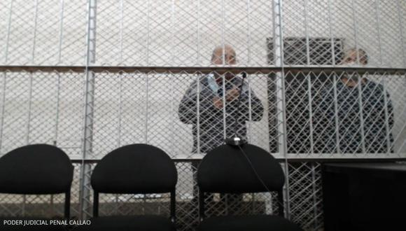 Moisés Aarón Cáceres Hernández y Germán Moisés Cáceres Maguiña Del Castillo, padre y abuelo respectivamente, cuando escuchan la lectura de sentencia de cadena perpetua. (Poder Judicial)
