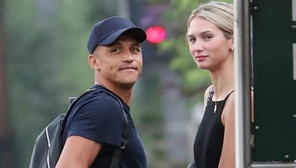 Chileno Alexis Sánchez fue descubierto con su nueva novia y le suelta la mano ante cámaras