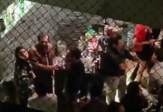 """""""Puedo hacer lo que quiera en mi casa"""": Vecino se niega a detener fiesta Covid   VIDEOS"""
