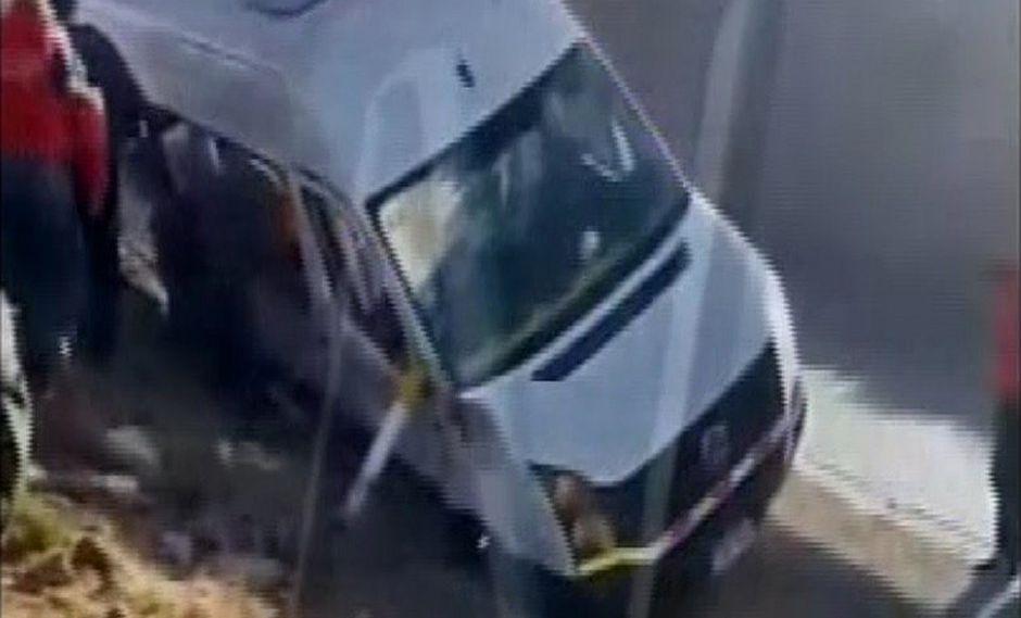 Cuatro muertos y 12 heridos en choque de miniván con trailer│VIDEO