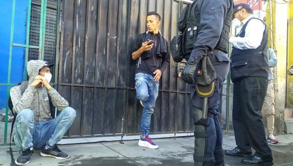 Arequipa: Detienen a dos venezolanos que robaron televisor para venderlo y comprar alimentos.