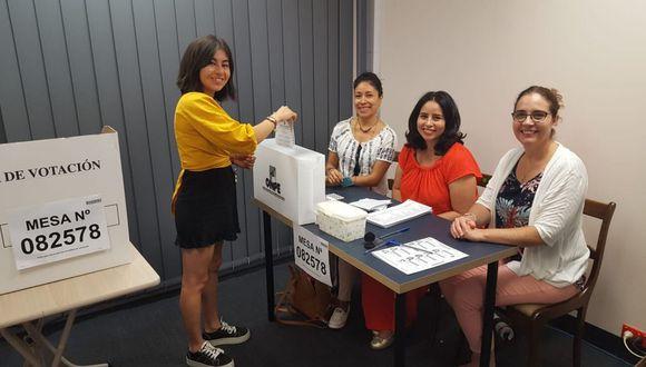 Ciudadanos peruanos votando en Australia. (Foto: Twitter / @CancilleriaPeru)
