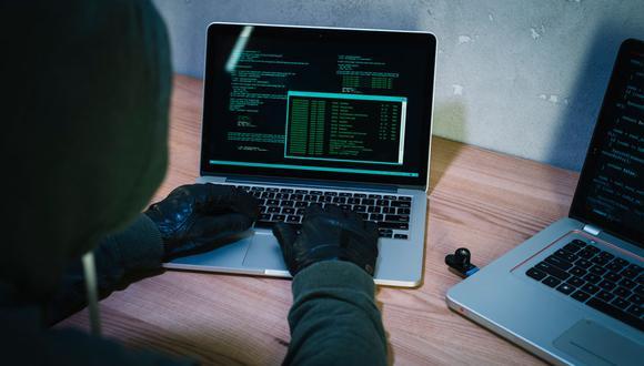Los delincuentes en línea o hackers usan distintos tipos de fraudes para acceder a información personal de los usuarios online. (Foto: Freepik)