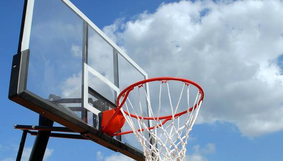 El canal de YouTube Stuff Made Here cretó una canasta de baloncesto con una forma y curvatura bastante peculiar que permite siempre acertar al arrojar la pelota al aro. (Foto: Referencial/Pixabay)