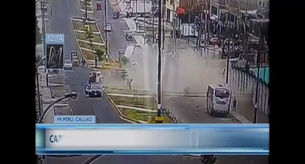 En las imágenes se aprecia el momento en que varias unidades son impactadas por el camión. (Foto captura: Canal N)