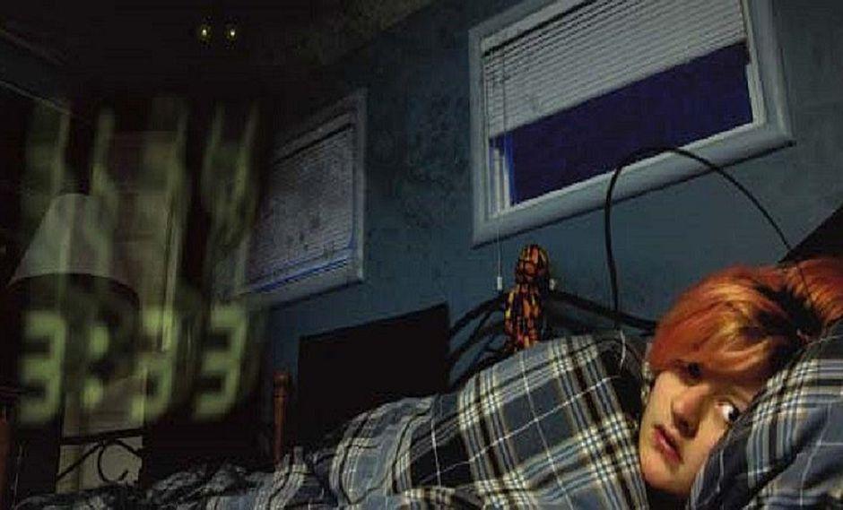 ¿Te has despertado a las 3 a.m. y no has podido dormir? Esta es la explicación