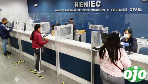 El Reniec exhorta a los usuarios usar doble mascarilla, protector facial y mantener el distanciamiento social. Foto: Andina
