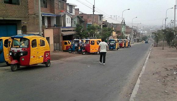 San Juan de Miraflores: talleres para mototaxis impiden el paso de peatones