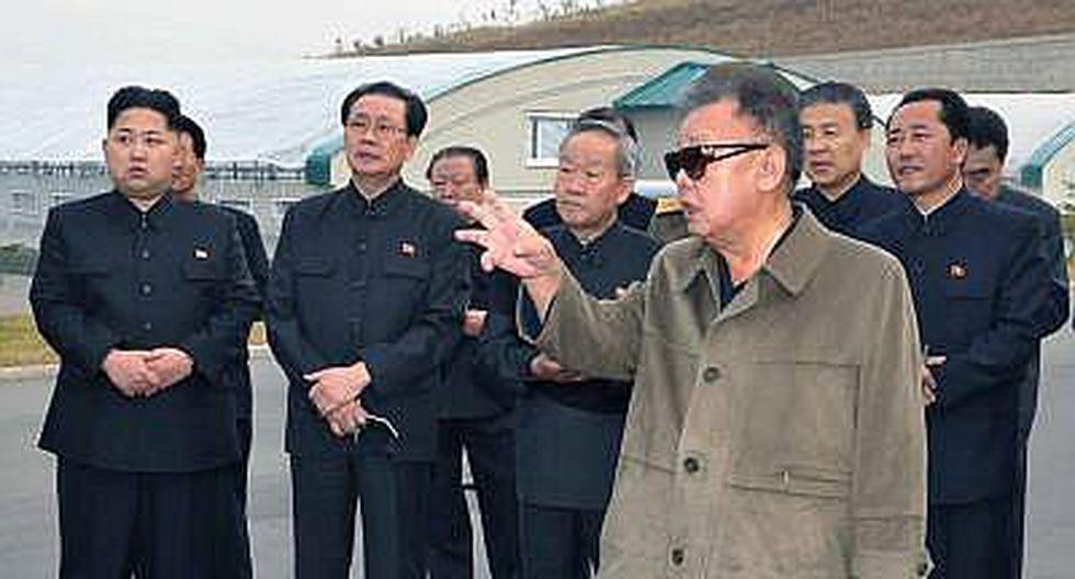 Kim Jong-un vuelve a aparecer cojeando en la televisión norcoreana