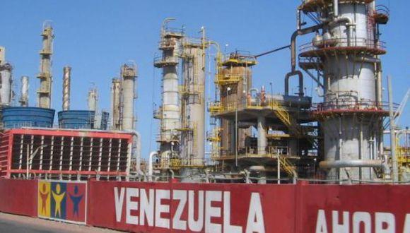 Venezuela bloqueada por Estados Unidos busca salir adelante.