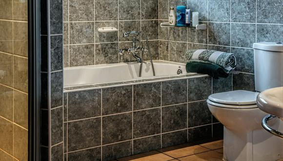 La acumulación de jabón, shampoo y otros productos deja una capa de sarro en la bañera que es fácil de quitar con trucos caseros. (Foto: Steve Buissinne / Pixabay)