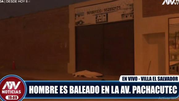 El cuerpo del hombre quedó tendido en la vereda de la avenida Prolongación Pachacútec. (ATV)