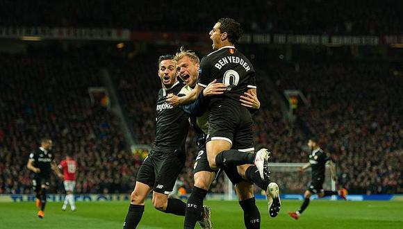 Sevilla vence 1-2 al Manchester United y lo elimina de la Champions
