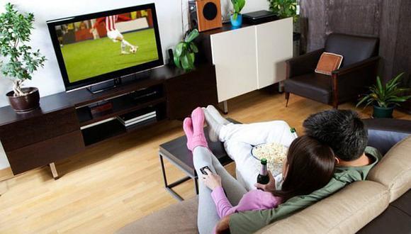 ¿Qué es mas fuerte, el amor al fútbol o a la pareja?