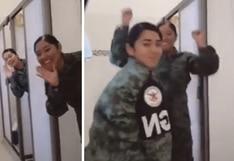 Mujeres soldados realizan polémico reto viral en Tik Tok | VIDEO