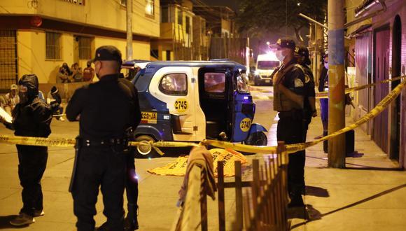El menor extranjero, de 15 años, murió en el acto tras recibir seis disparos. Lo atacaron dentro de la mototaxi. (GEC)