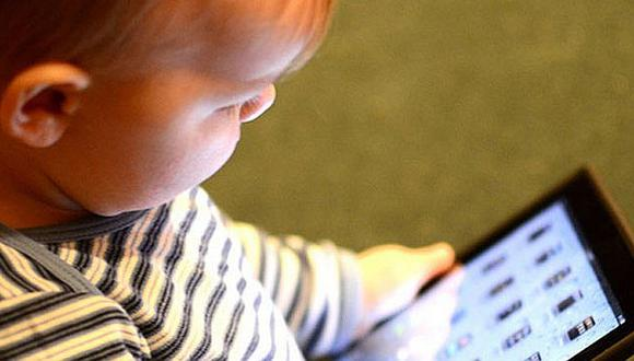 Uso de smartphones y tablets retrasa el desarrollo del habla en los niños