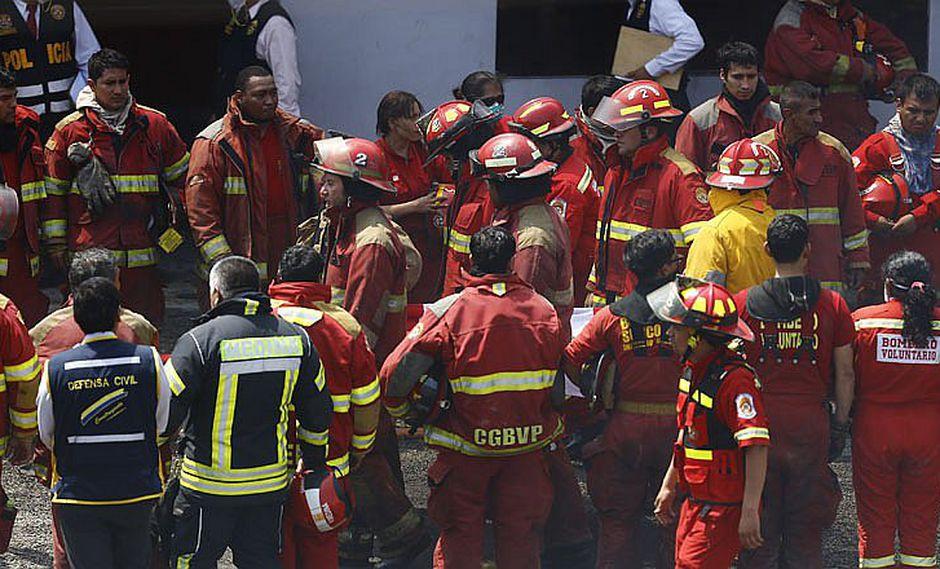 El Agustino: Cuerpos de bomberos fallecidos son retirados tras incendio [VIDEO]