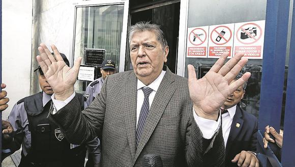 """Alan García pone el grito al cielo ydenuncia """"robos de otros"""""""