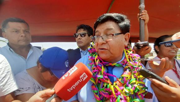 """Alcalde Tacna se aumenta el sueldo y dice que el dinero será para """"ayuda social"""""""