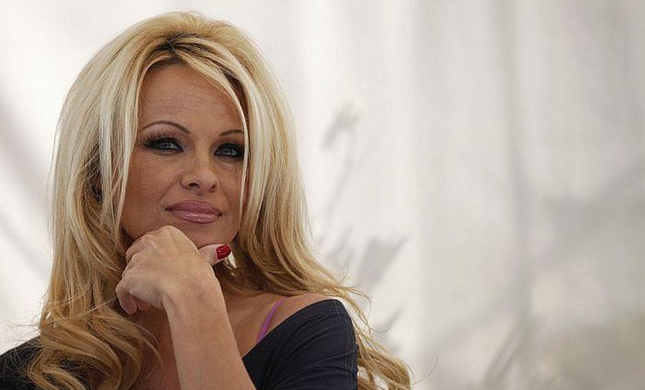 Pamela Anderson suplica por la libertad del fundador de WikiLeaks