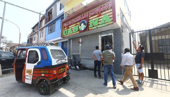 Delincuentes rompieron candados de seguridad para ingresar a robar en pollería. (GEC)