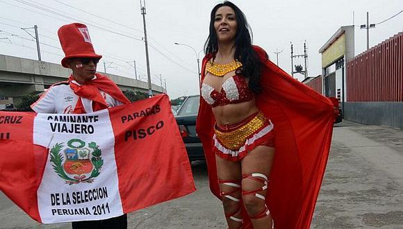 Selección Peruana: 'Princesa Inca' llegó a Videna para alentar a la blanquirroja