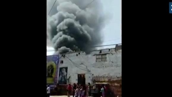 Incendio se reporta en un inmueble del Cercado de Lima. (Captura: Canal N)