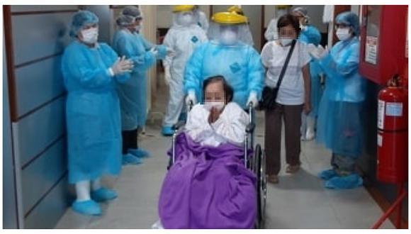 La Libertad: Abuelita de 97 años vence al COVID-19 tras estar internada ocho días y la despiden entre aplausos