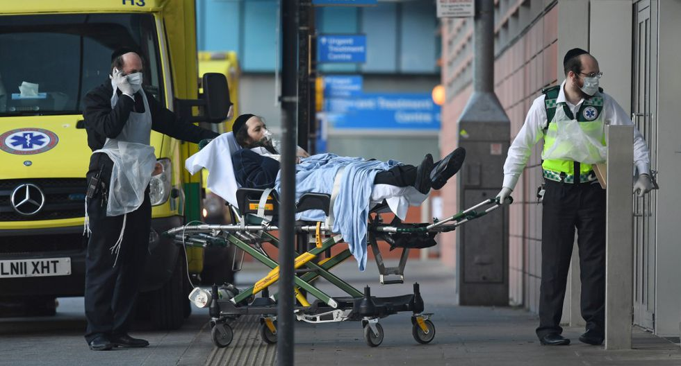 Miles de personas mueren a diario en Europa y América por el temible coronavirus. | Foto: AFP