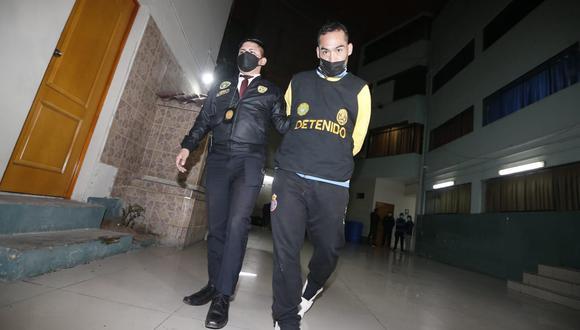 Uno de los detenidos por presunto delito de extorsión en agravio de comerciantes informales en el emporio de Gamarra. (Foto: Jorge Cerdan/@photo.gec)