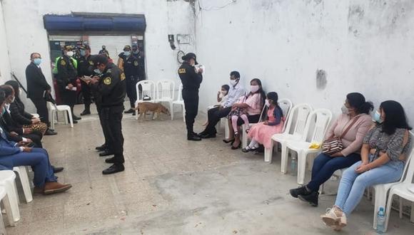 Áncash: entre los asistentes se encontraban adultos mayores y niños, quienes no portaban mascarillas y no respetaban el distanciamiento social. (Foto: PNP)