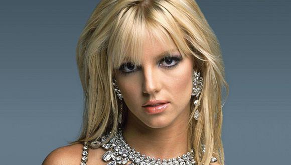 Britney Spears te enseña como cuidar un piercing en el ombligo