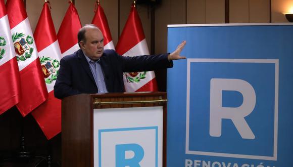 Precandidato presidencial Rafael López Aliaga presentó la refundación de Solidaridad Nacional, que pasará a llamarse Renovación Popular con el color celeste como bandera. (Foto: Britani)