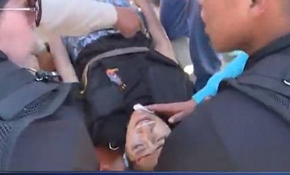 Mujer policía se desmaya en plena escenificación de Vía Crucis (VIDEO)