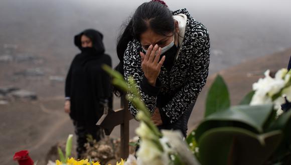 La cantidad de fallecidos por COVID-19 aumentó este lunes. (Foto: Bloomberg)