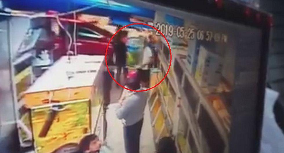 Ladrón roba costosa pecera de tienda en el centro de Chimbote   VIDEO