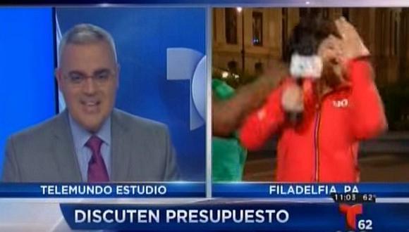 YouTube: Reportera es salvajemente golpeada en vivo [VIDEO]