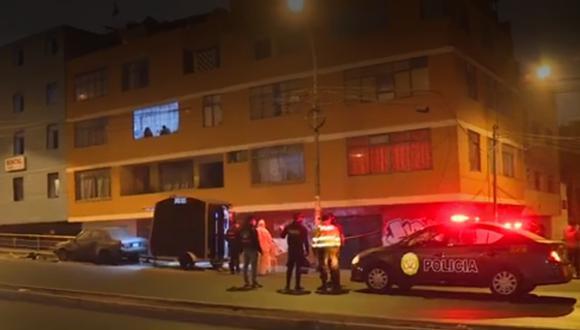 Pareja de comerciantes gastronómicos muere tras ser atacados por delincuentes a balazos. (Captura)