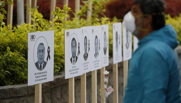El CMP precisó que, al 24 de septiembre, hay 3.918 médicos infectados con el virus, mientras que otros 76 permanecen internados en las áreas de la Unidad de Cuidados Intensivos (UCI). (Foto: EFE/Paolo Aguilar)