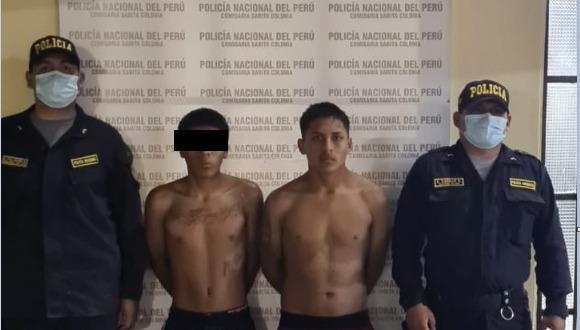 Policía incautó a los hermanos detenidos armas de fuego y envoltorios con droga.